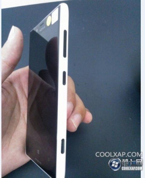 Nokia-Lumia-820-2-jpg[1024083416].jpg