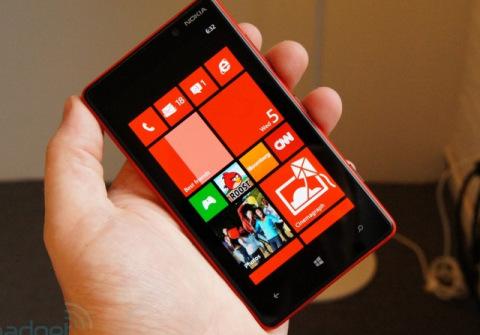 Nokia-Lumia-820-2-jpg-1346893109-1346893