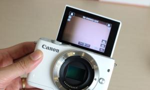 Canon EOS M10 - máy mirrorless giá rẻ, chụp tốt