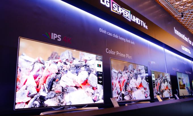 LG UH950 - TV 4K giá trăm triệu đồng