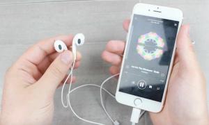 Tai nghe đi kèm iPhone 7 hoạt động chập chờn