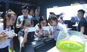 Giới trẻ Sài Gòn trải nghiệm Sony Xperia XZs
