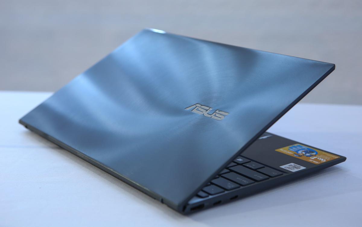 Laptop 14 inch siêu mỏng vẫn đủ cổng kết nối - VnExpress Số hóa