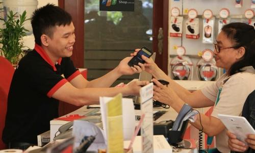 Mua iPhone tại FPT Shop có được thay pin