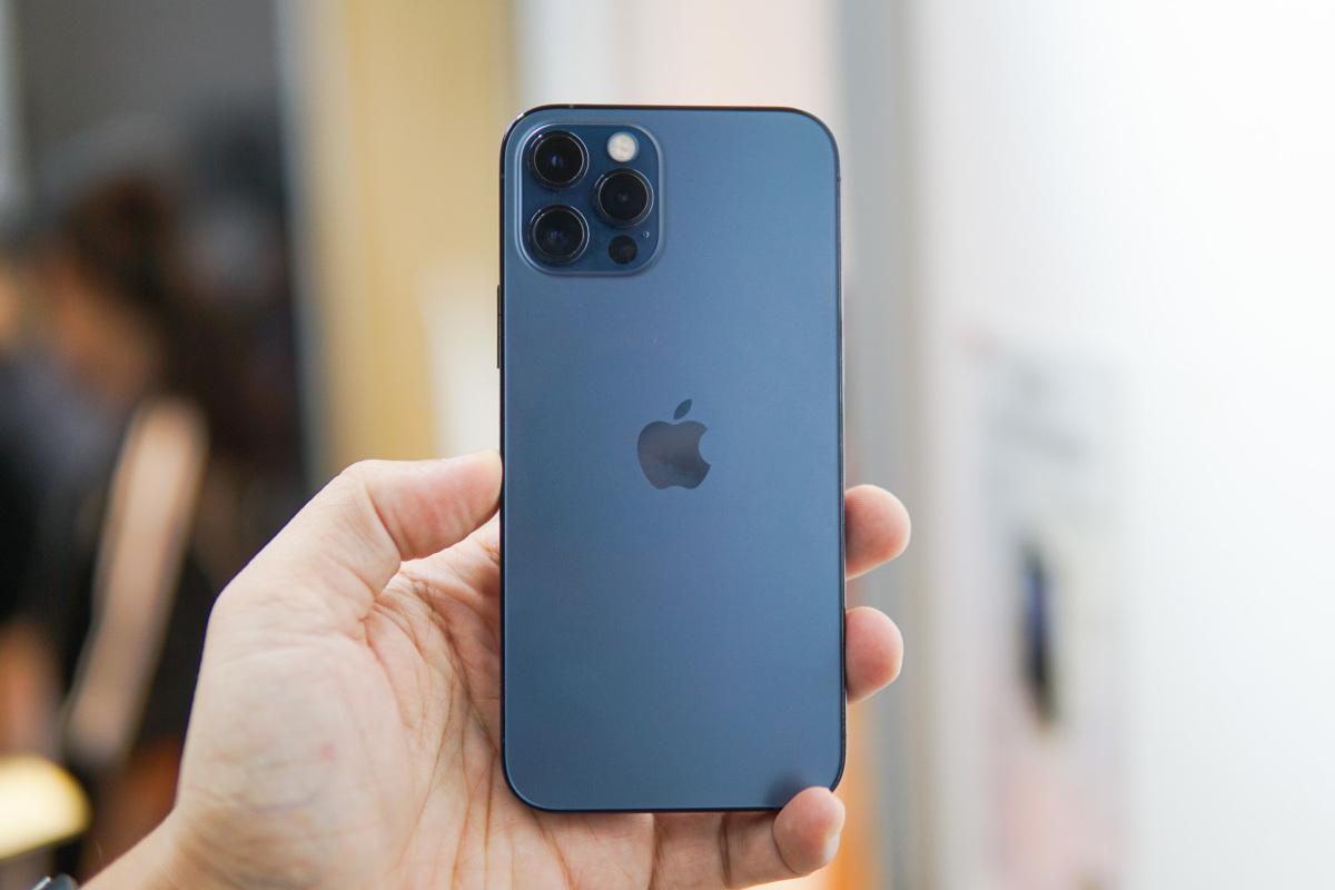 Mở hộp iPhone 12 Pro đầu tiên tại Việt Nam - VnExpress Số hóa