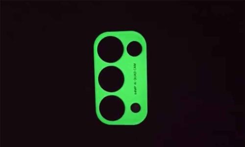 Smartphone đầu tiên thế giới có camera dạ quang