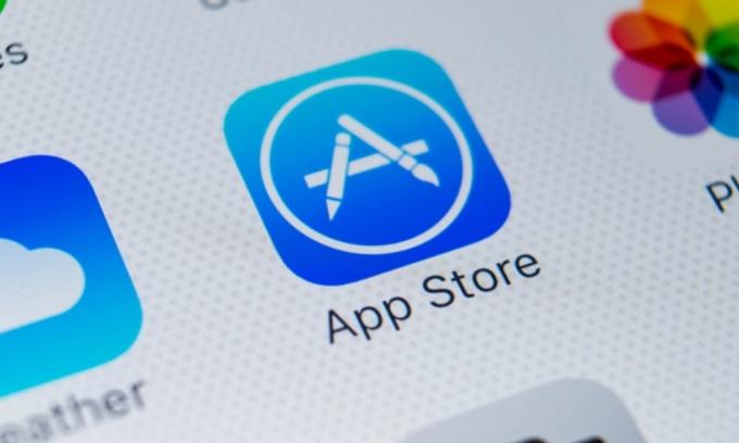 Apple kiếm bộn tiền từ App Store