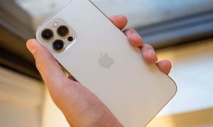iPhone 12 Pro Max liên tục 'cháy hàng'
