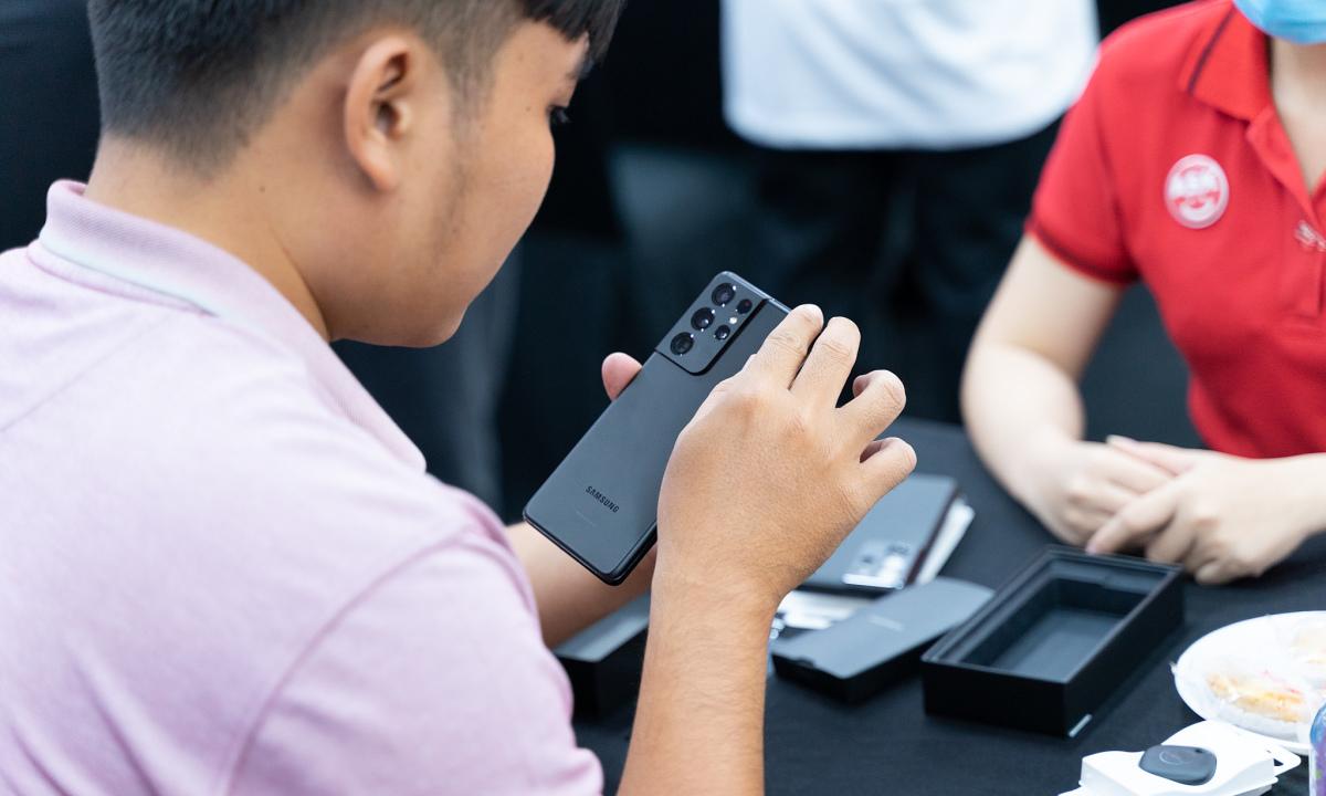 Người dùng Việt nhận Galaxy S21 sớm nhất thế giới