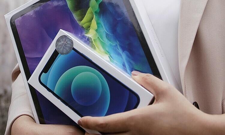 Khách mua iPhone từ Synnex FPT nhận củ sạc chính hãng