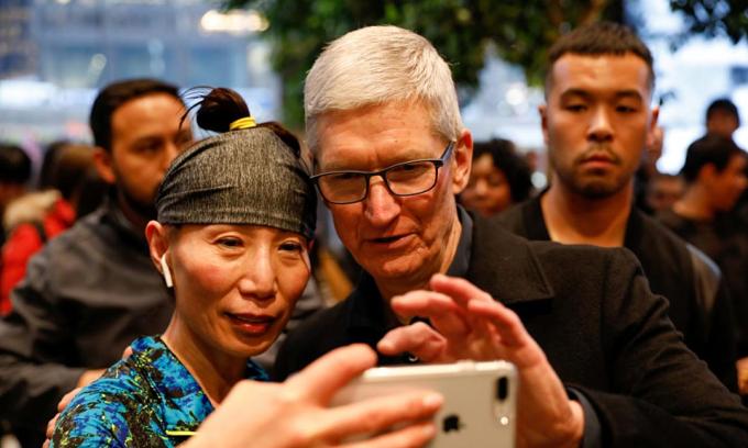 Tim Cook chưa 'lên đời' iPhone 13