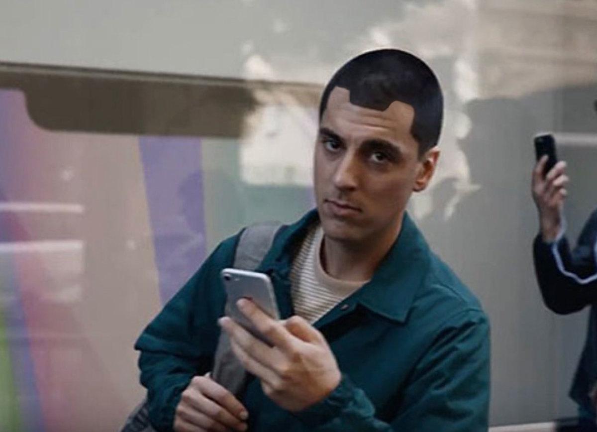 Tai thỏ của iPhone 13 lại bị chế giễu