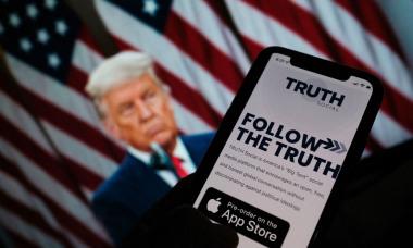 Mạng xã hội của Trump bị xâm nhập sau vài giờ ra mắt